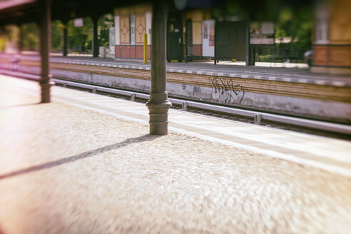 Germany, Berlin, empty railway station platform - CMF00833