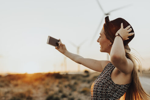 Young woman taking selfie at sunset - OCAF00335