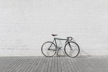 Racing cycle leaning against wall - JRFF01748