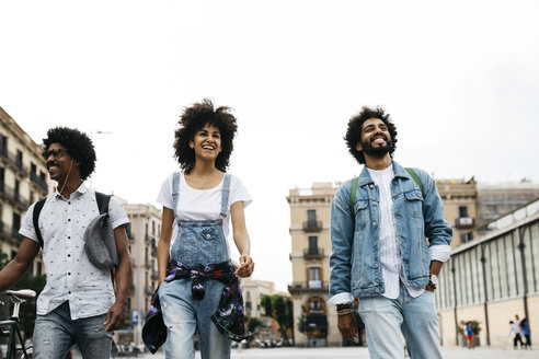 Spain, Barcelona, three friends walking together in the city - JRFF01766