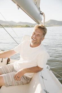 Portrait of a blond man on a sail boat. - MINF03884