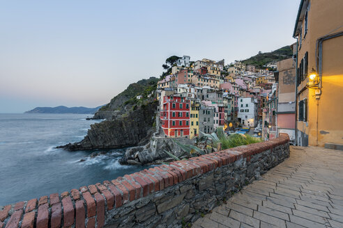 Italy, Liguria, La Spezia, Cinque Terre National Park, Riomaggiore in the evening light - RPSF00210