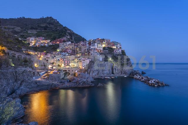 Italy, Liguria, La Spezia, Cinque Terre National Park, Manarola at blue hour - RPSF00216 - Raul Podadera Sanz/Westend61