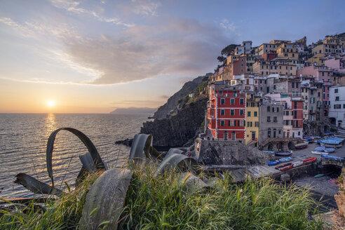 Italy, Liguria, La Spezia, Cinque Terre National Park, Riomaggiore at sunset - RPSF00222