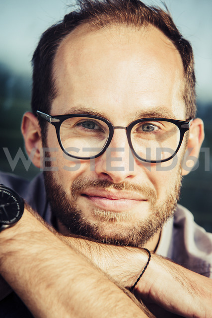 Portrait of bearded man wearing glasses - NGF00474