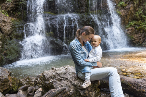 Mother and daughter at Josefsthal waterfall - DIGF04721