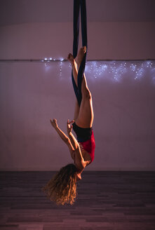 Aerial silks performer during a performance - MAUF01677