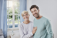 Portrait of happy couple at home - RORF01381