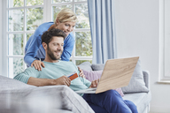 Happy couple at home shopping online - RORF01399