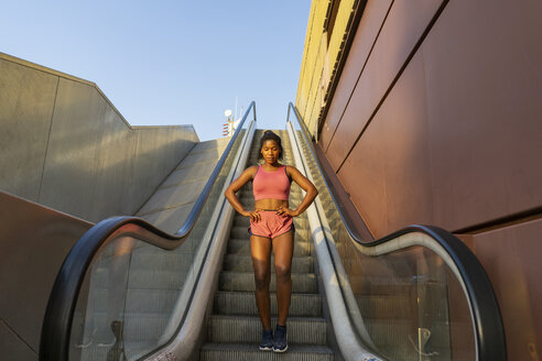 Young sportive woman on escalator - AFVF01330