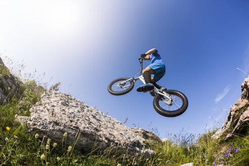 Acrobatic biker on trial bike - GIOF04116