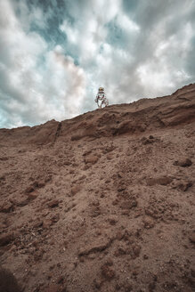 Spaceman standing on slope of nameless planet - VPIF00432