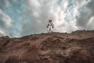 Spaceman standing on slope of nameless planet - VPIF00435