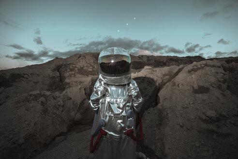 Spaceman exploring nameless planet - VPIF00504