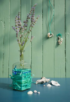 Lavender blossoms in upcycled flower vase - GISF00369