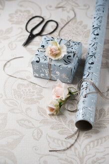 Wrapped present with rose blossoms - MYF02046