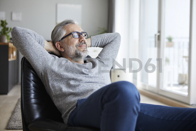 Portrait of mature man relaxing at home - RBF06477 - Rainer Berg/Westend61