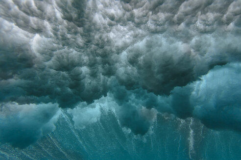 Maledives, Ocean, underwater shot, wave - KNTF01210
