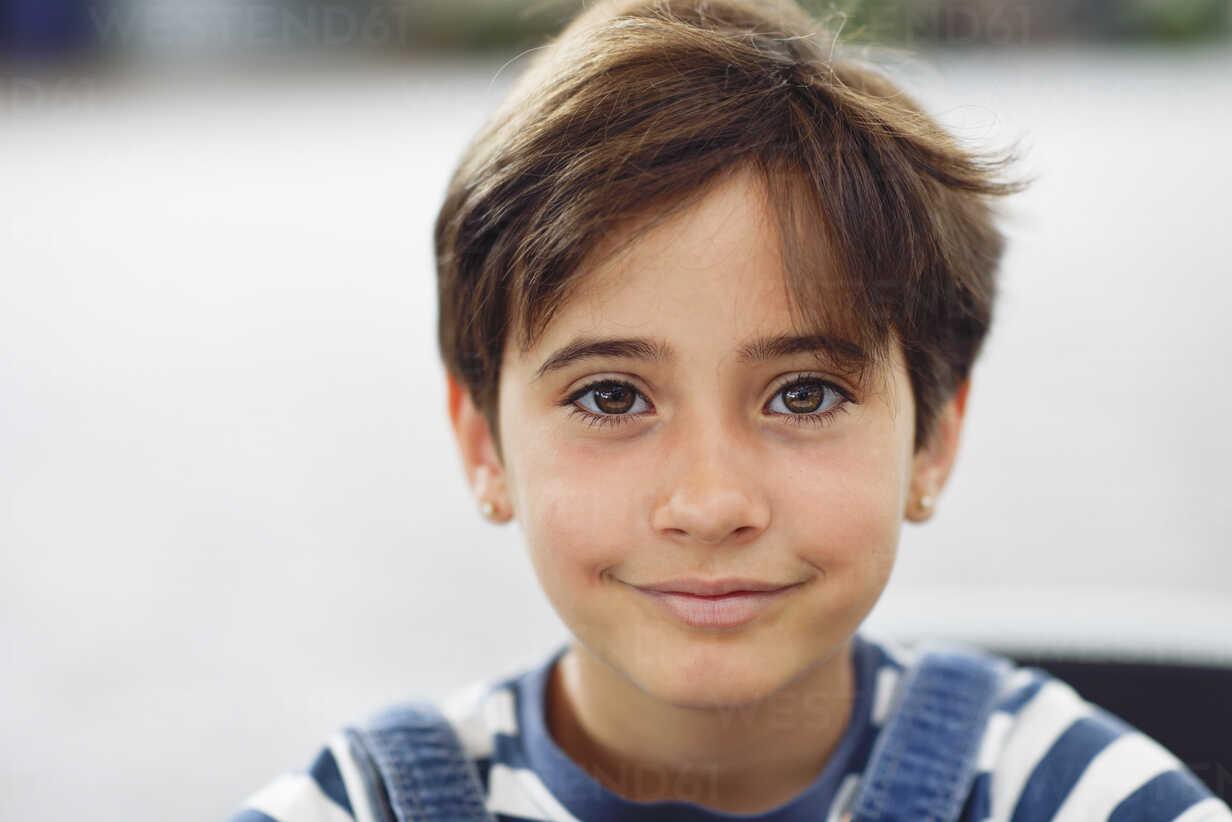 Portrait of smiling little girl - JSMF00407 - Javier Sánchez Mingorance/Westend61