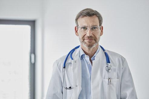 Internist with stethoscope - RORF01436