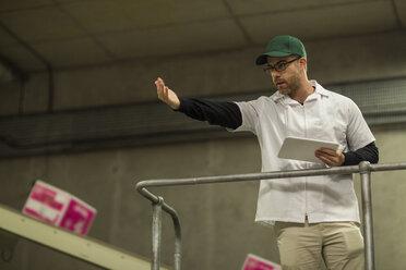 Worker instructing in factory - ZEF15933