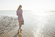Young blond woman walking at the beach - JESF00068