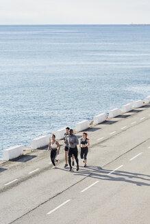 Group of people jogging - JNDF00035