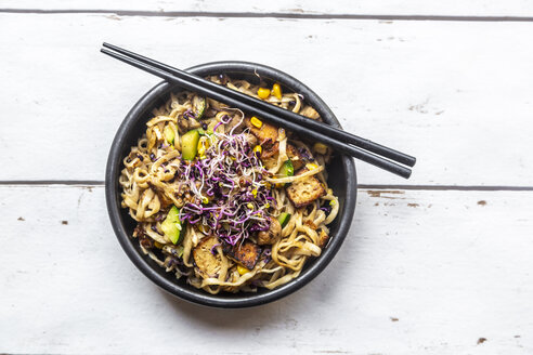 Mie noodles with tofu, zucchini, maize and red sprouts - SARF03884