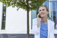 Smiling blond businesswoman using smartphone - TCF05544