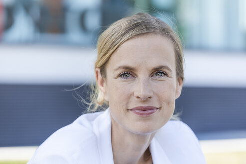 Portrait of smiling blond businesswoman - TCF05547