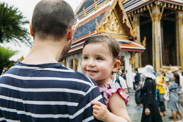 Thailand, Bangkok, Father and daughter visiting the Grand Palace - GEM02274