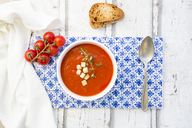 Tomato soup with roasted bread, croutons and thyme, overhead view - LVF07399