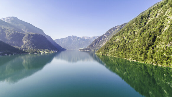 Austria, Tyrol, Lake Achensee in the morning, View to Klobenjoch, Hochiss and Seekarspitze - AIF00546