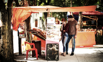 A couple shopping at a market stall. - MINF08086