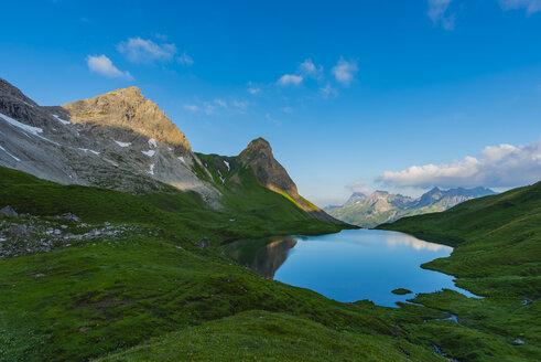 Germany, Bavaria, Allgaeu, Allgaeu Alps, Lake Rappensee, Hochrappenkopf and Small Rappenkopf - WGF01211