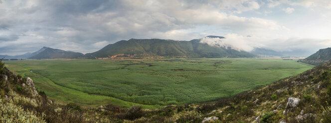 Greece, Peloponnese, Corinthia, Stymfalia, Panoramic view of ancient plateau, Lake Stymphalia - MAMF00174