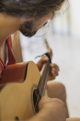 Man playing guitar - AFVF01401
