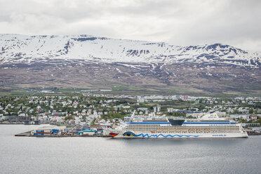 Iceland, Akureyri, cruise vessel at harbour - KEB00869