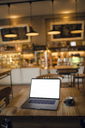 Laptop with blank screen in coffee shop - GUSF00999