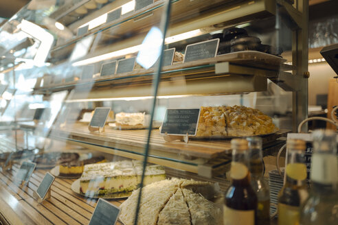 Cake display in a coffee shop - GUSF01209
