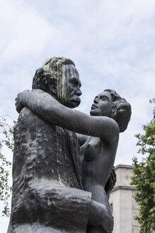 Portugal, Porto, sculpture'Amor de perdicao' - CHPF00523