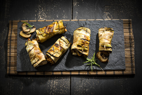 Grilled aubergine slices stuffed with mince meat, champignons and goat cheese - MAEF12711