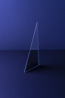 Triangle shaped mirror on dark blue ground, 3D Rendering - DRBF00084
