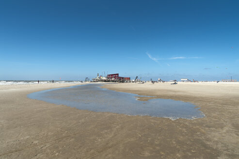 Germany, Schleswig-Holstein, Sankt Peter-Ording, tidal pool on the beach - UMF00852