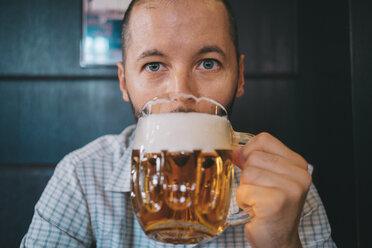 Czechia, portrait of man drinking beer in a pub - GEMF02322