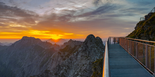 Germany, Bavaria, Allgaeu, Allgaeu Alps, Nebelhorn at sunrise - WGF01220