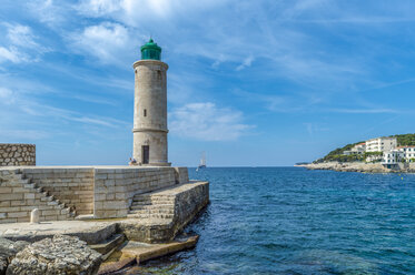 France, Provence-Alpes-Cote d'Azur, Bouches-du-Rhone, Cassis, Harbour, Lighthouse - FRF00713