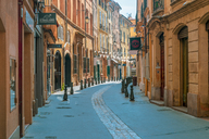 France, Provence, Aix-en-Provence, alley in the old town - FRF00718