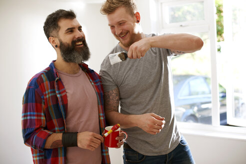 Happy male gay couple painting - CAIF21392