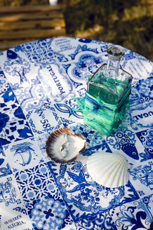 DIY, Tablecloth from Portugal and seashells, scallops, fishing net remains on bottle - GISF00376